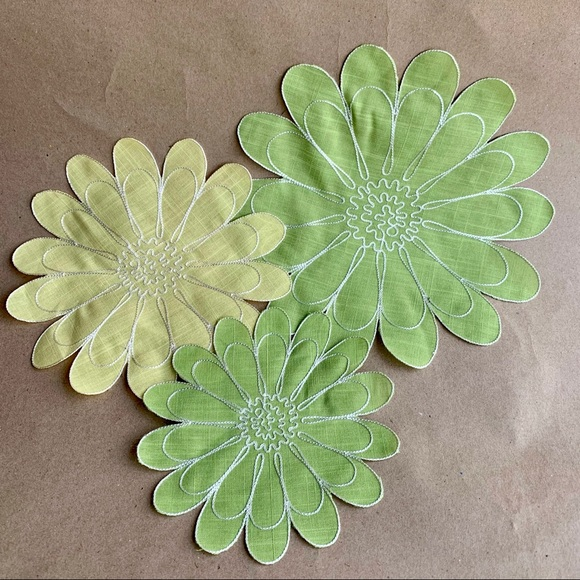 3 Vintage 70s Embroidered Daisy Boho Wall Flowers